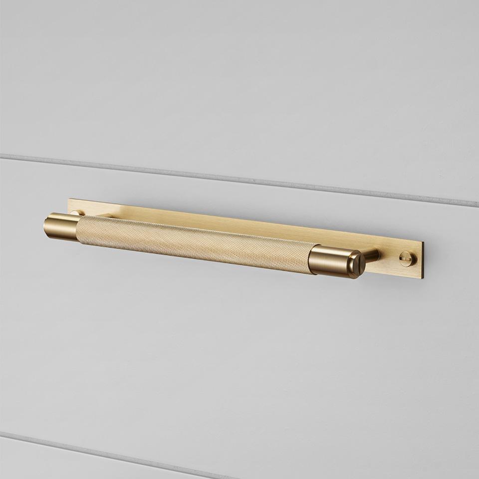 BP pull bar plate brass 960x960px