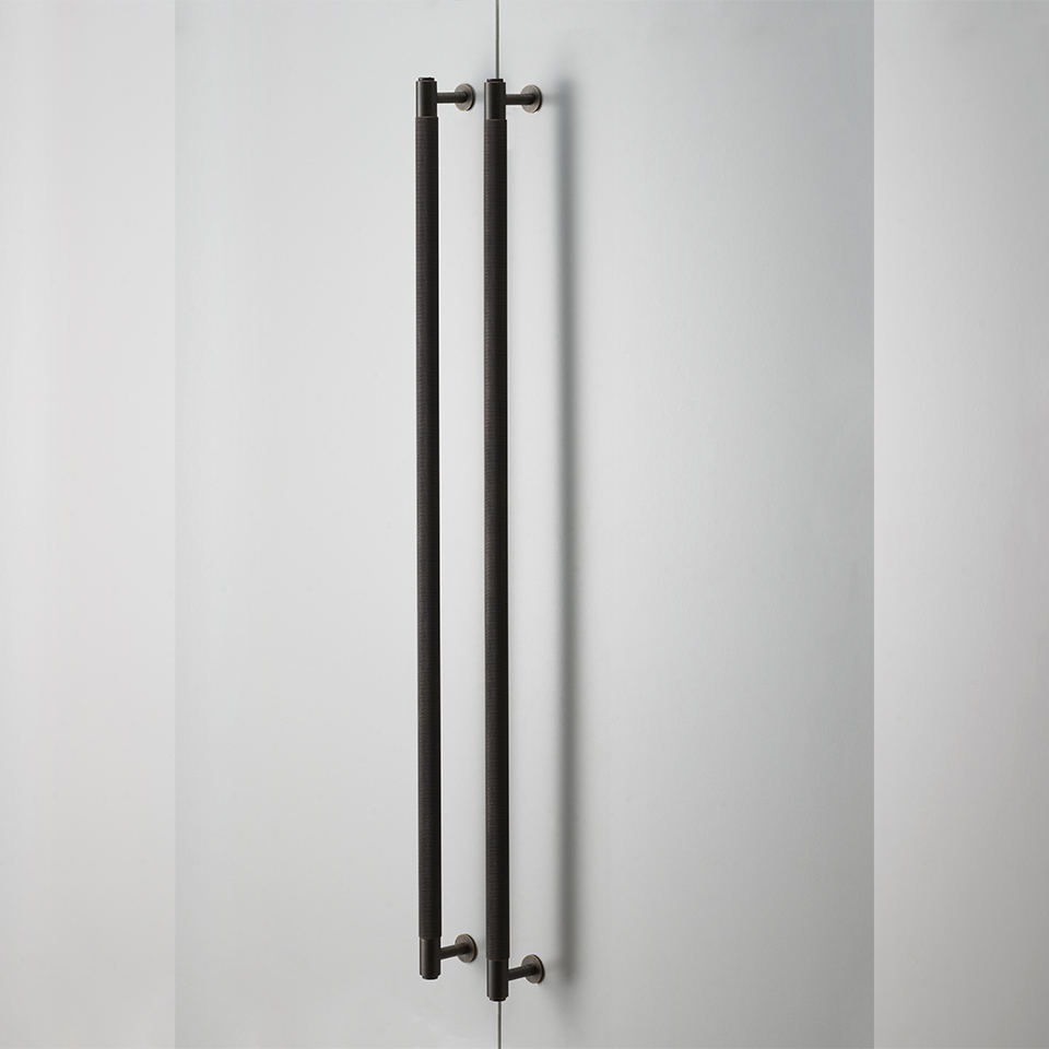 Closet bar pair smoked bronze 960x960px