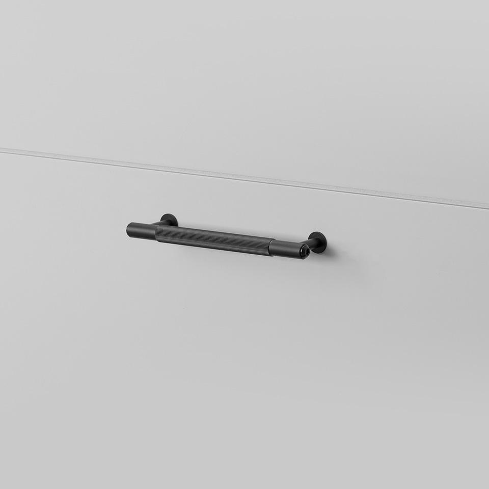 BP Pull Bar Linear Small Black