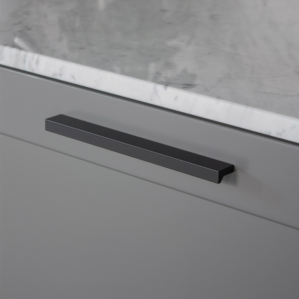 Handtag Angle svart 128 160mm 960x960px