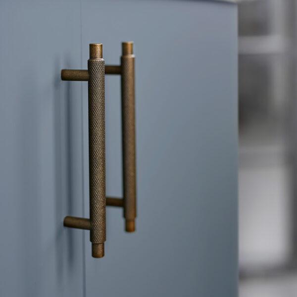 Handtag Manor Beslag Design 128 mm antik massing 351000 11 miljo