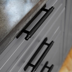 Handtag Manor Beslag Design 128 mm matt svart 351011 11 miljo1