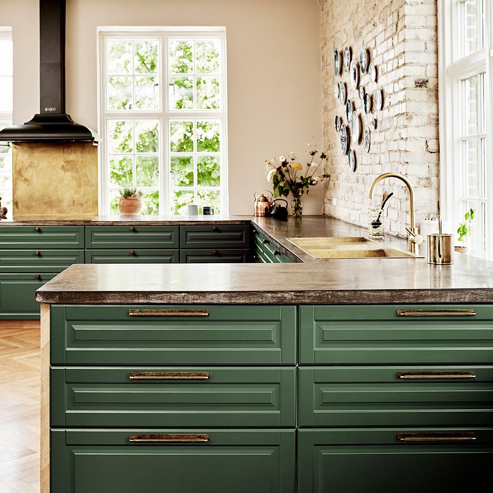 Handtag Manor Beslag Design 192 mm bricka antik massing 351015 11 miljo2
