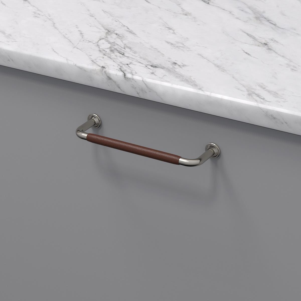 Handtag 1353 ladersvept fornicklad brun 330741 11 cc 128 mm ncs s 4500 n marmor carrara