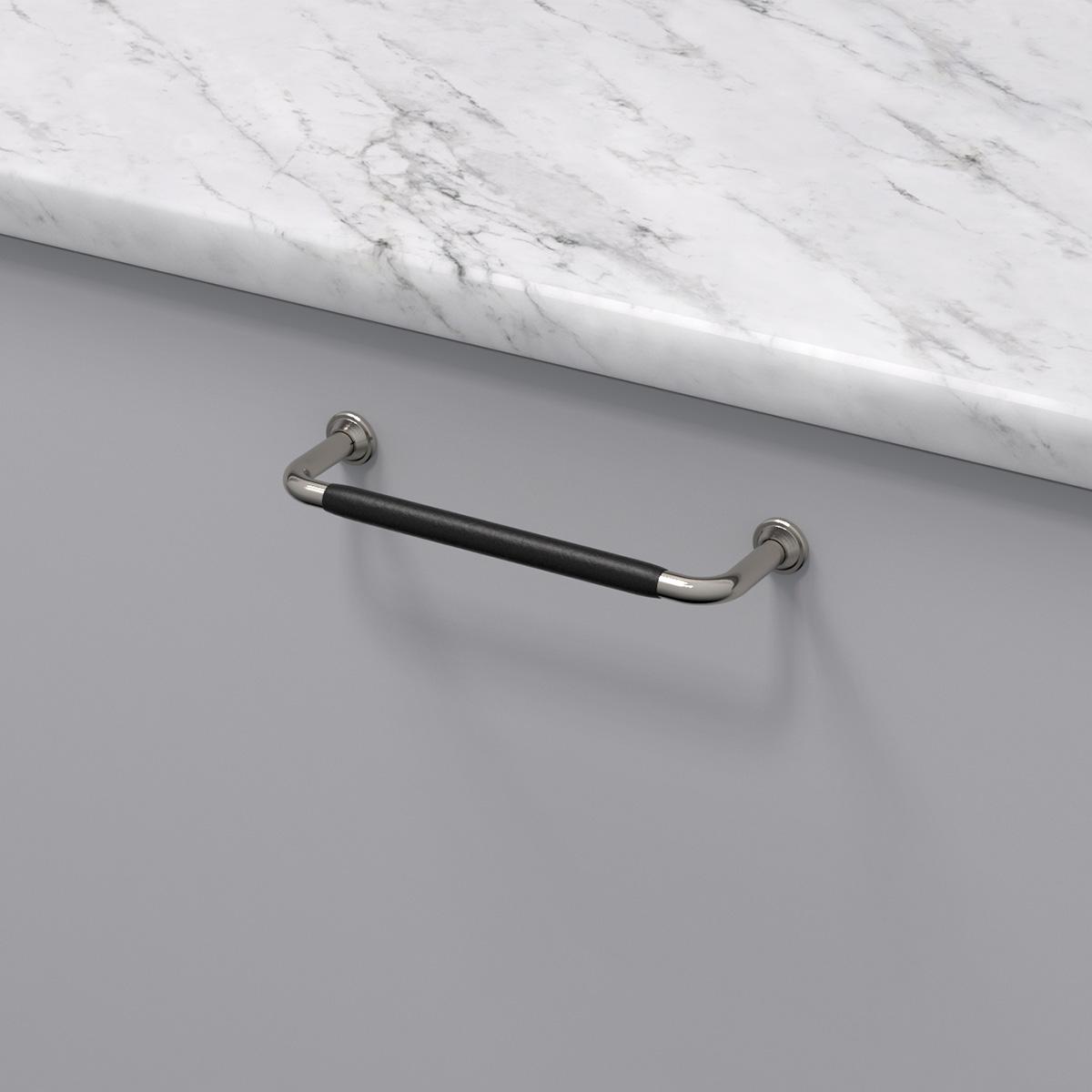 Handtag 1353 ladersvept fornicklad svart 330742 11 cc 128 mm ncs s 3000 n marmor carrara