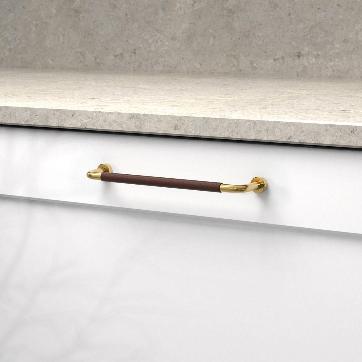 Handtag lounge polerad massing ladersvept brun 370103 11 cc 160 mm ncs s 0300 n kalksten