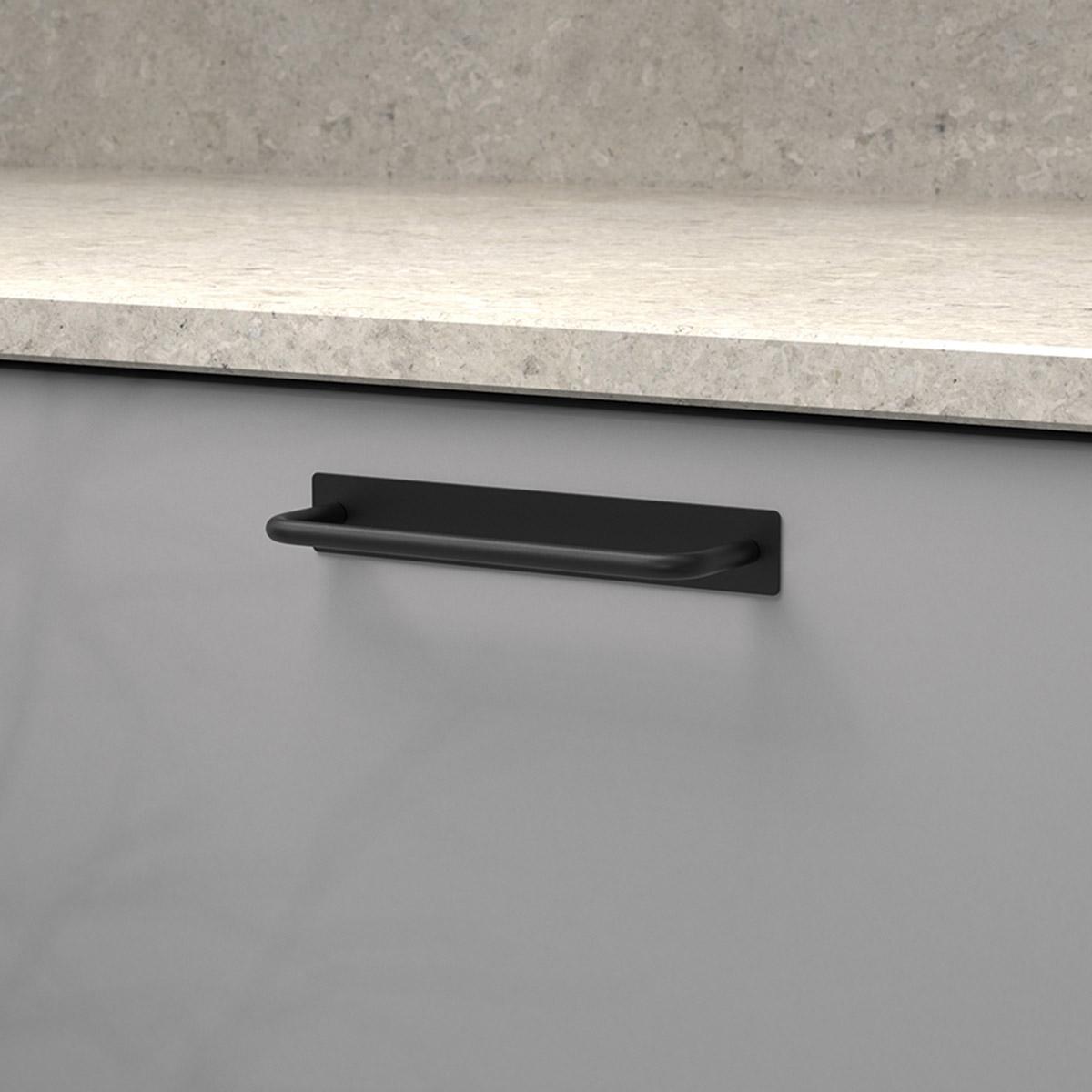 Handtag royal matt svart 336217 11 cc 128 mm ncs s 4500 n kalksten