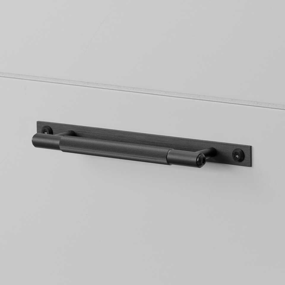 960x960 1. Pull Bar Plate Small Linear Black 1