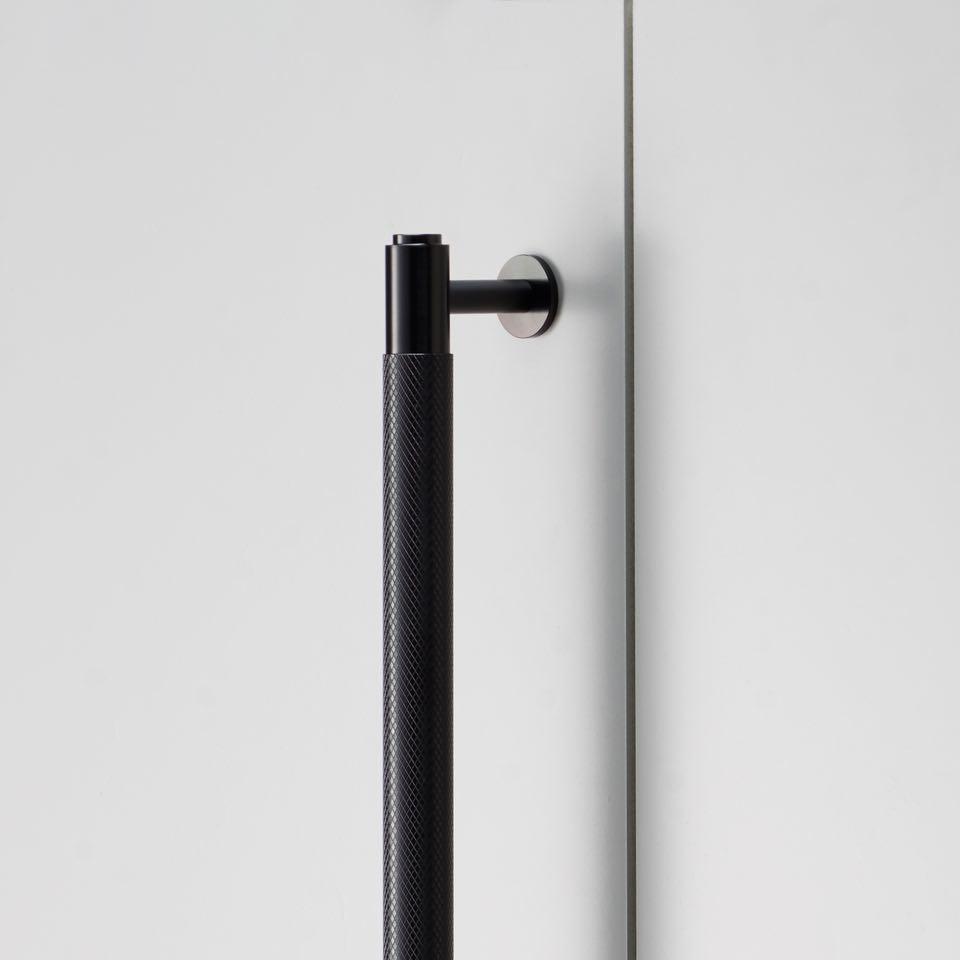 960x960 2.Closet Bar Black Detail low