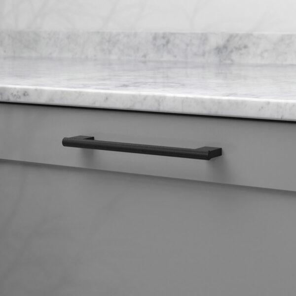 Handtag graf mini matt svart 370231 11 cc 160 mm ncs s 4500 n marmor carrara